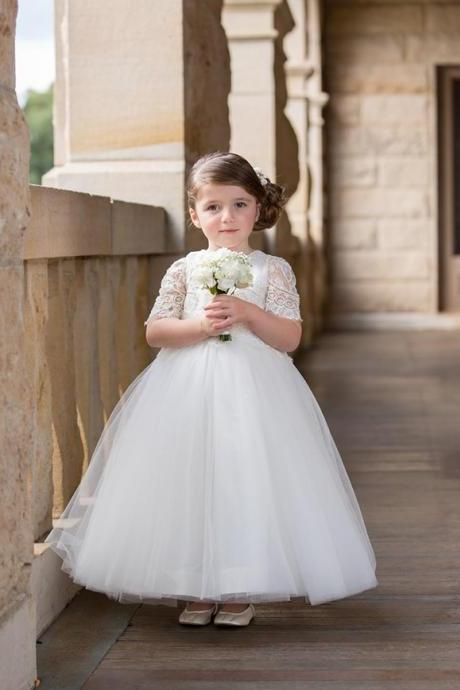2016 Lovely White Ivroy Flower Girl Dresses Jewel Neck Cap Sleeves Baby Girl Communion Birthday Dresses Princess Ball Gown Pageant Dresses Lace Girl Dance Gown